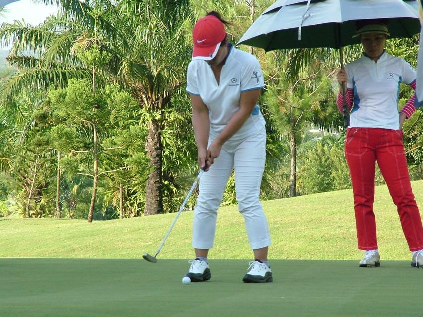 Bóng hồng trên sân golf - 3