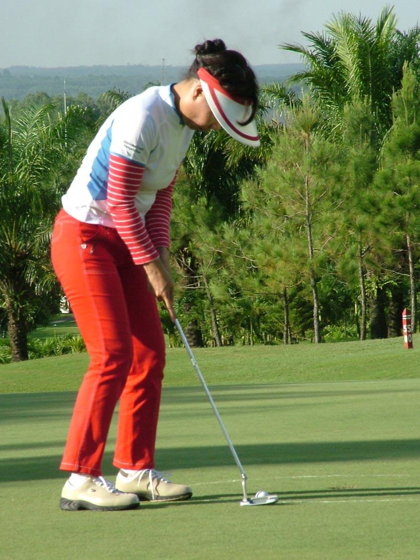Bóng hồng trên sân golf - 5