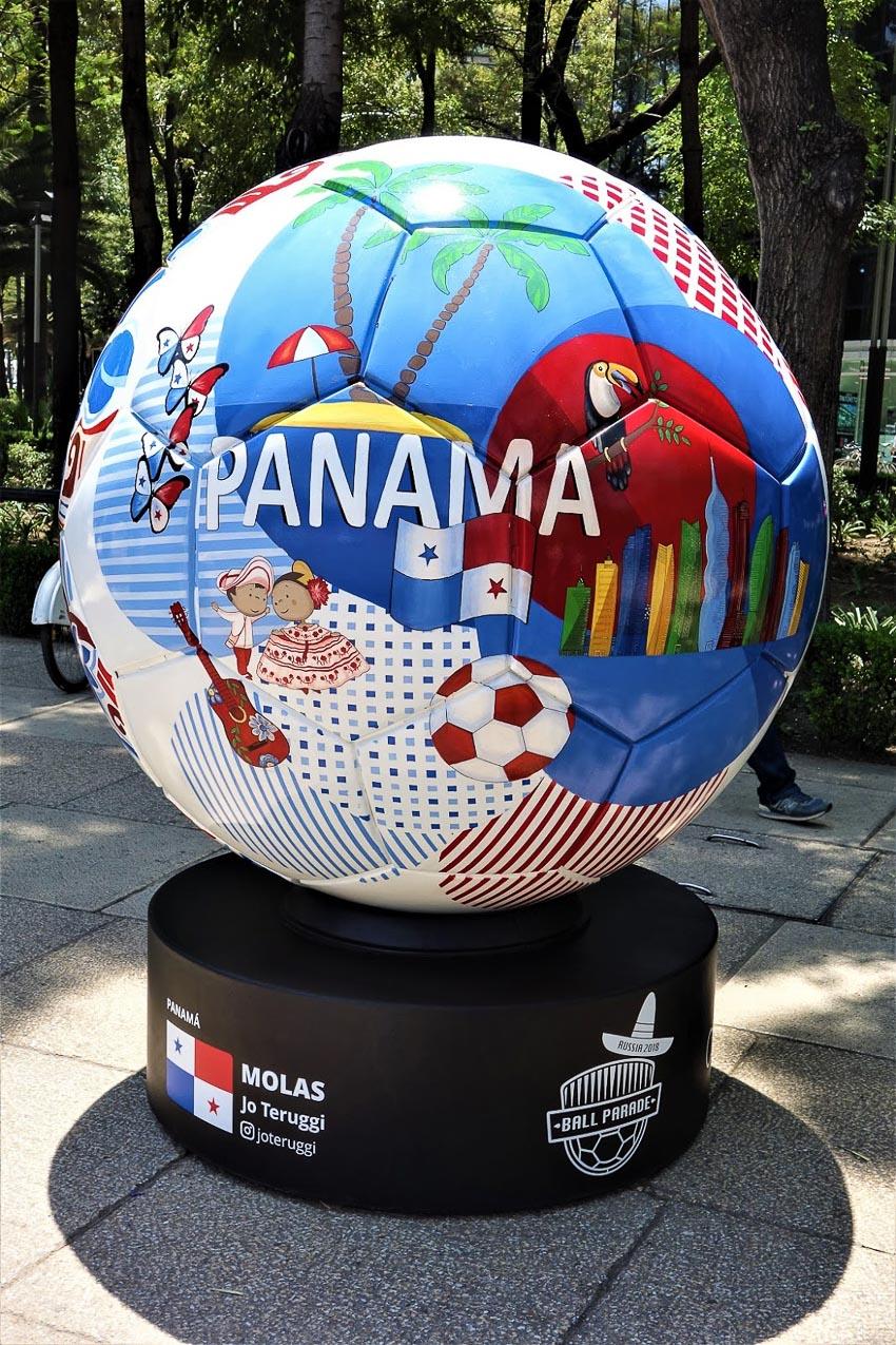 Chuyện lạ đó đây: Nghệ thuật bóng khổng lồ World Cup 2018 - 19