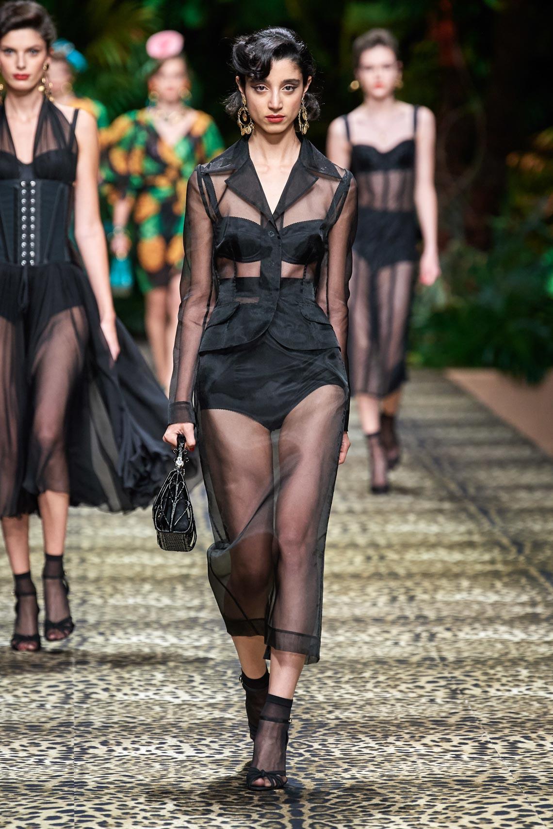 Dolce & Gabbana mang cả khu rừng sang trọng vào BST Xuân Hè 2020 - 15