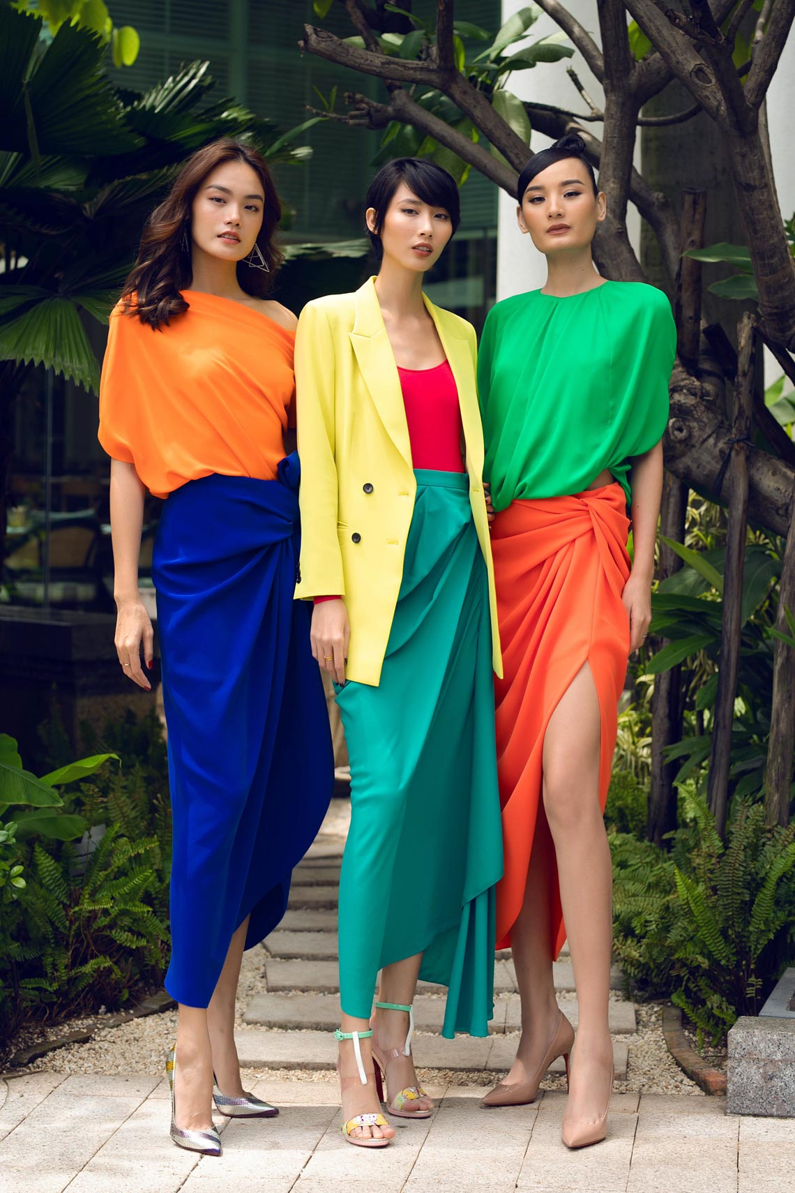 Cách phối trang phục đa sắc của những mỹ nhân V-biz - 1