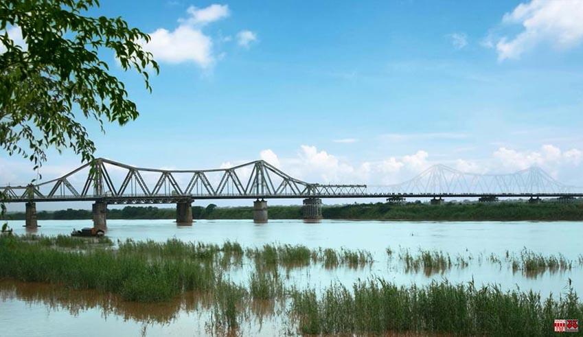 Cây cầu hơn 100 năm tuổi được 'xây' lại bằng... ánh sáng -4