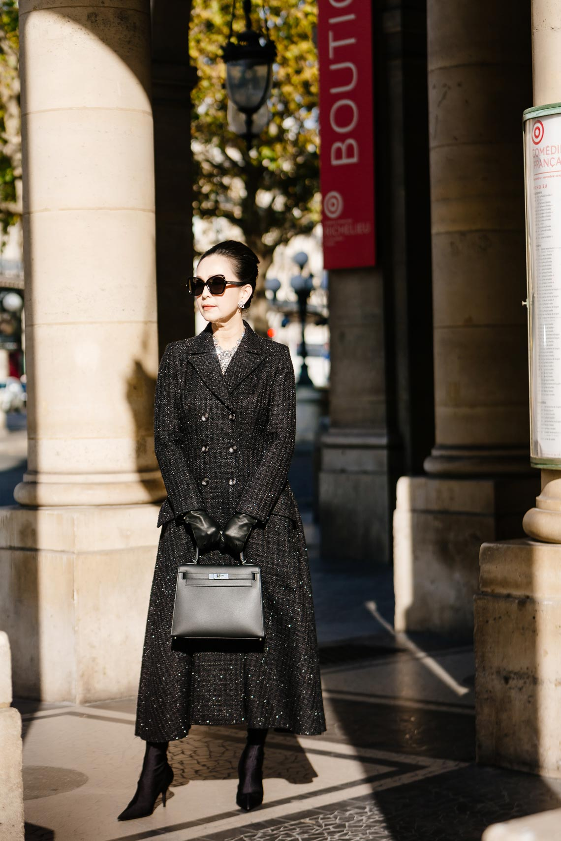 Diễm My sang trọng trong trang phục trắng đen dạo phố Paris - 10