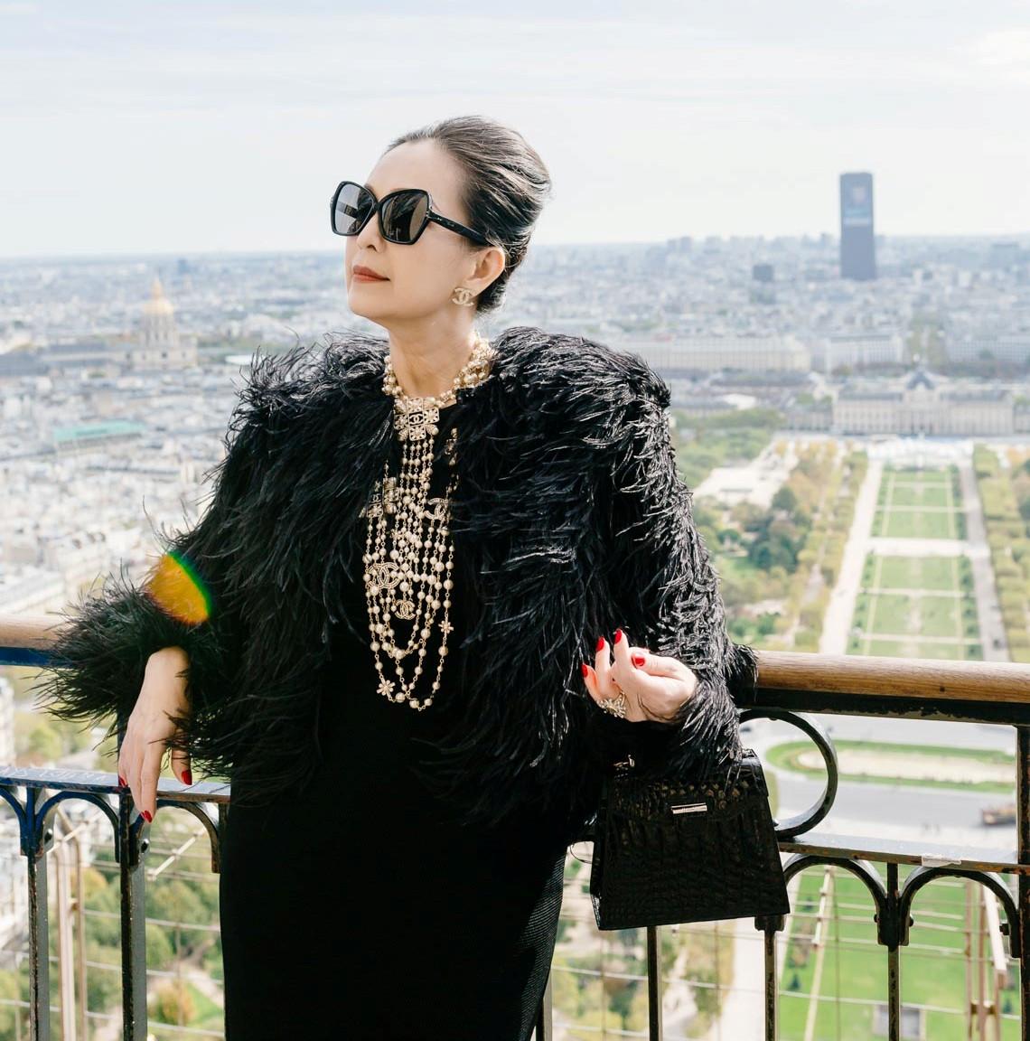 Diễm My sang trọng trong trang phục trắng đen dạo phố Paris - 15