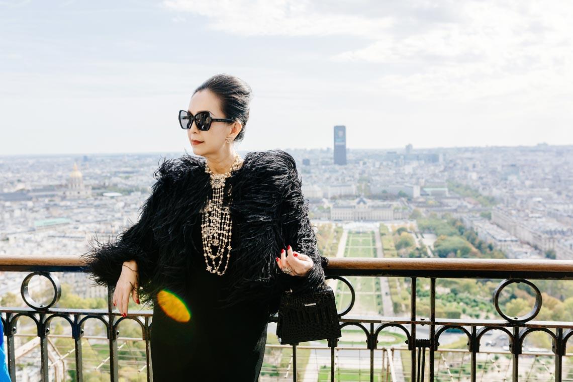 Diễm My sang trọng trong trang phục trắng đen dạo phố Paris - 16