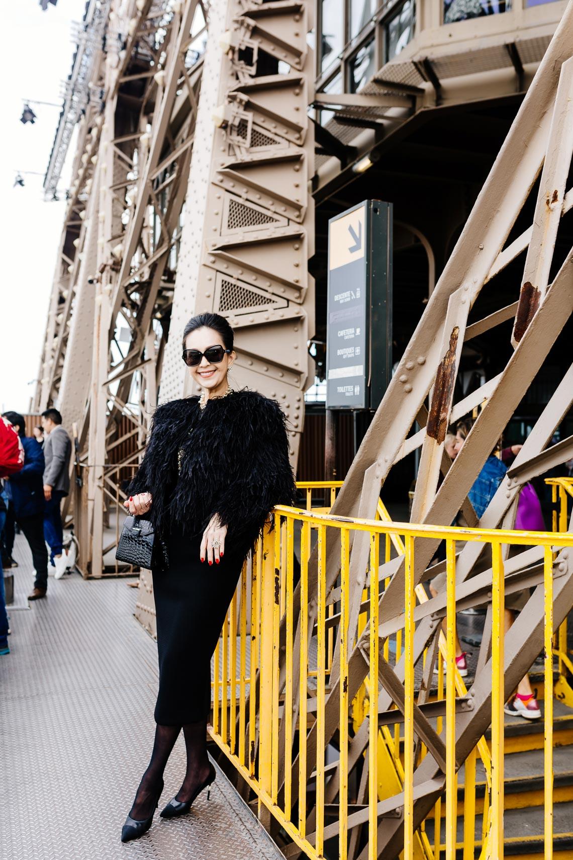 Diễm My sang trọng trong trang phục trắng đen dạo phố Paris - 17