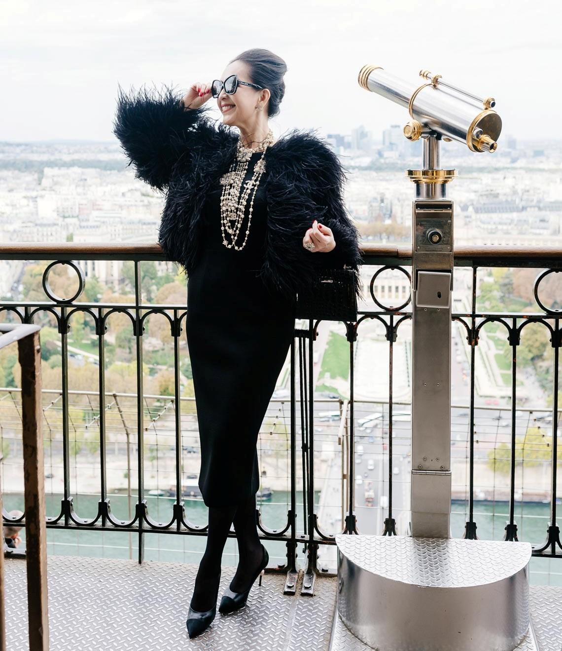 Diễm My sang trọng trong trang phục trắng đen dạo phố Paris - 18