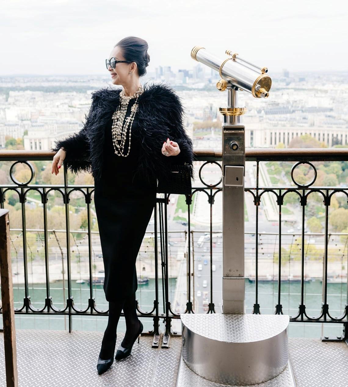 Diễm My sang trọng trong trang phục trắng đen dạo phố Paris - 19