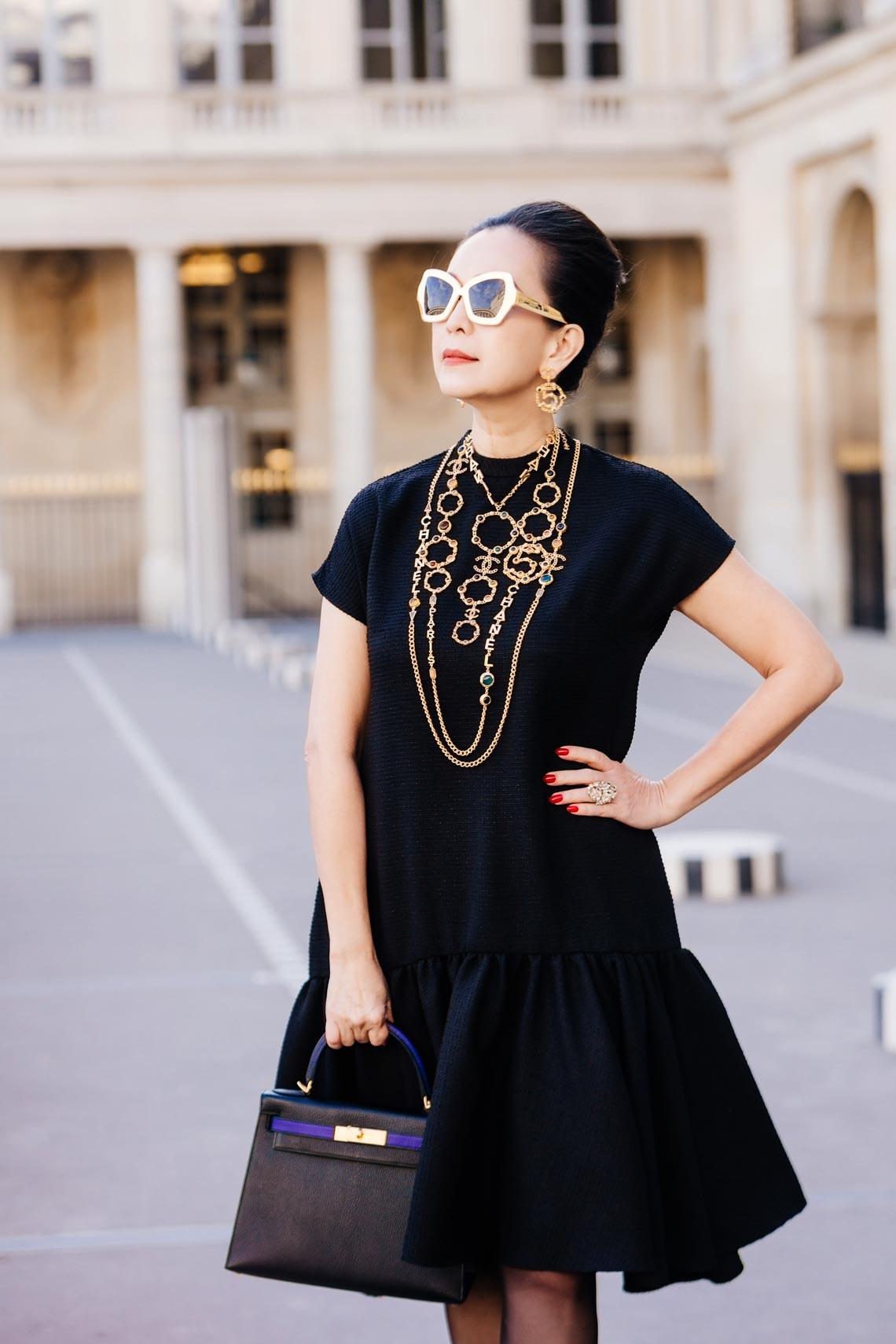 Diễm My sang trọng trong trang phục trắng đen dạo phố Paris - 3