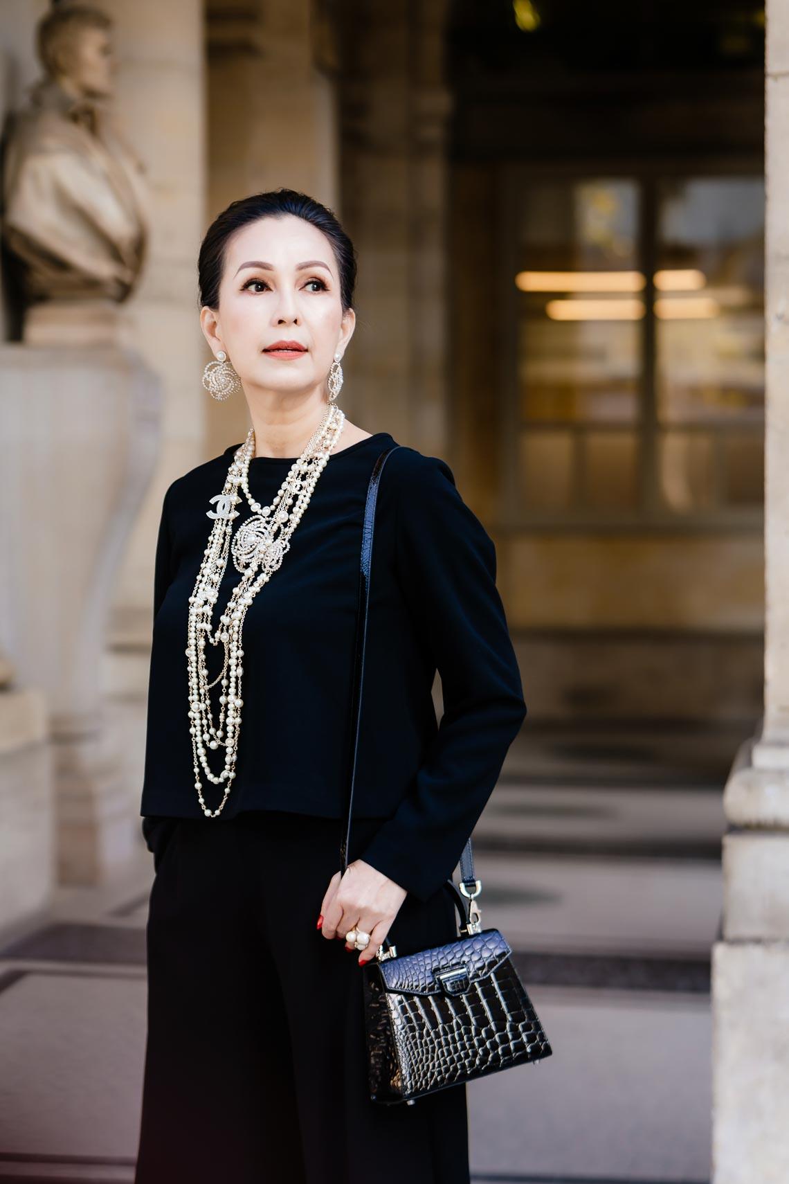 Diễm My sang trọng trong trang phục trắng đen dạo phố Paris - 5