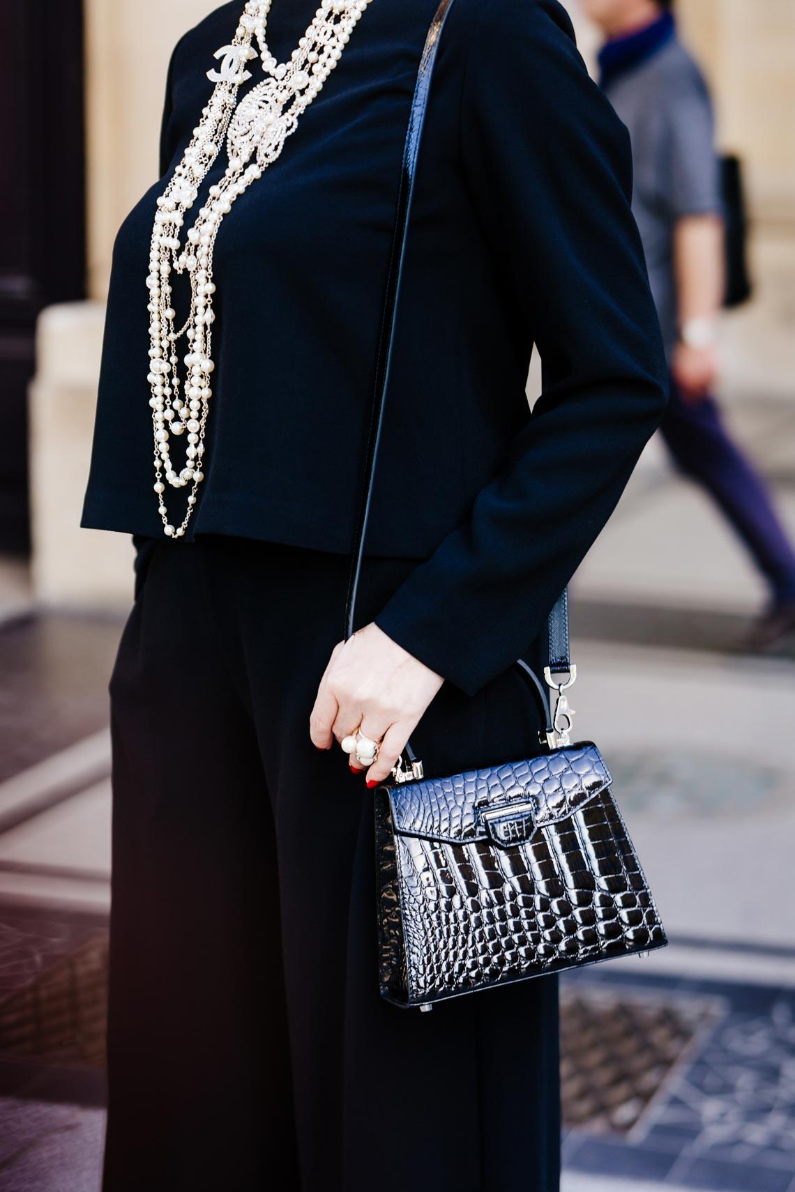 Diễm My sang trọng trong trang phục trắng đen dạo phố Paris - 6