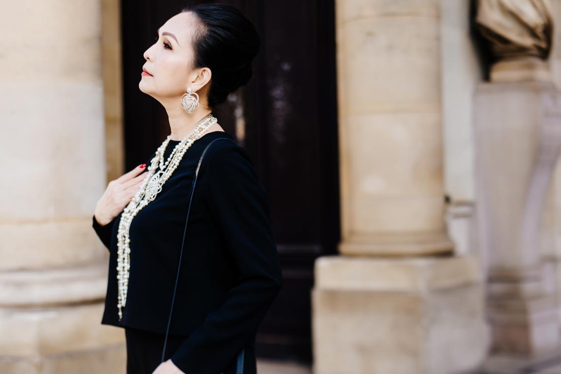 Diễm My sang trọng trong trang phục trắng đen dạo phố Paris - 7