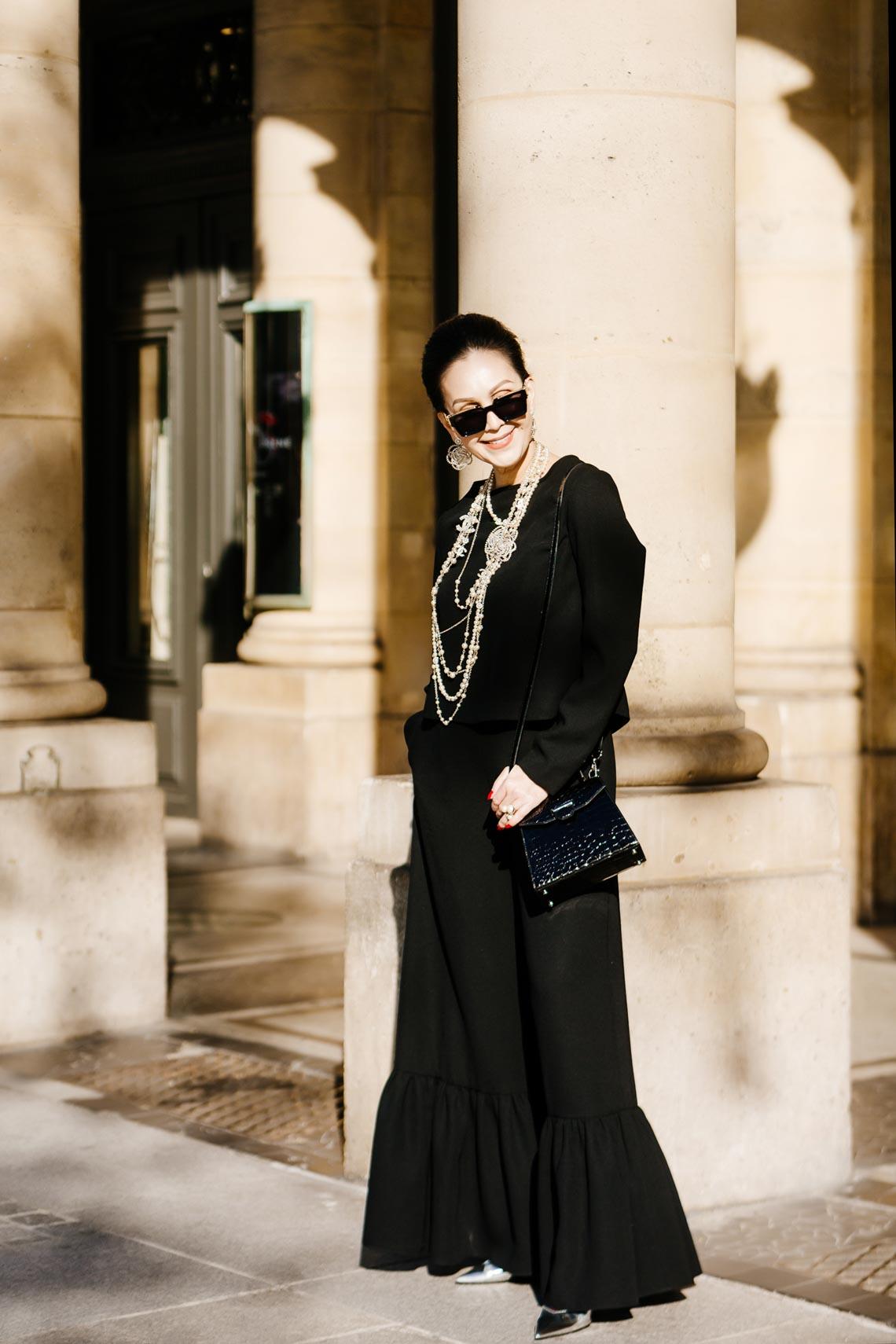 Diễm My sang trọng trong trang phục trắng đen dạo phố Paris - 9