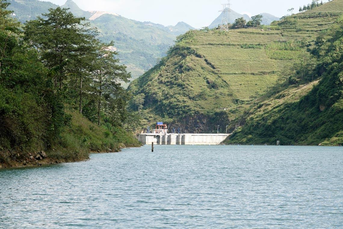 Sững sờ dòng sông Nho Quế xanh mướt, dịu dàng giữa núi đá - 12