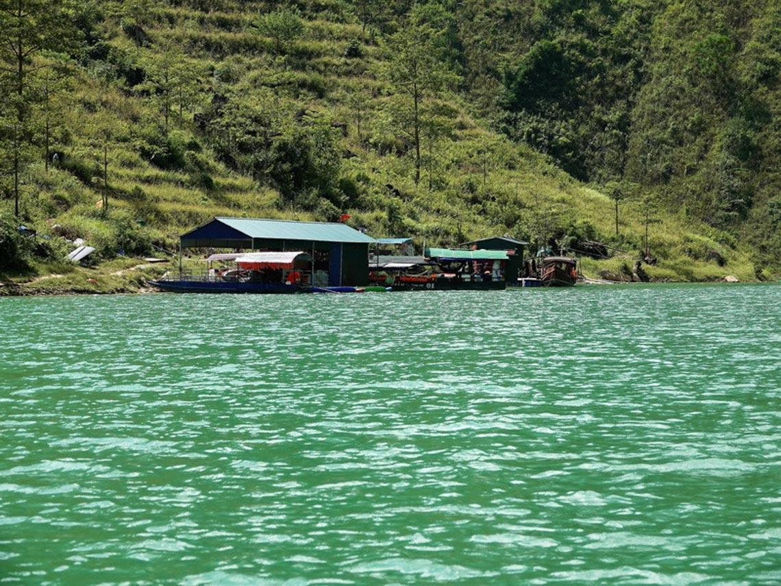 Sững sờ dòng sông Nho Quế xanh mướt, dịu dàng giữa núi đá - 13
