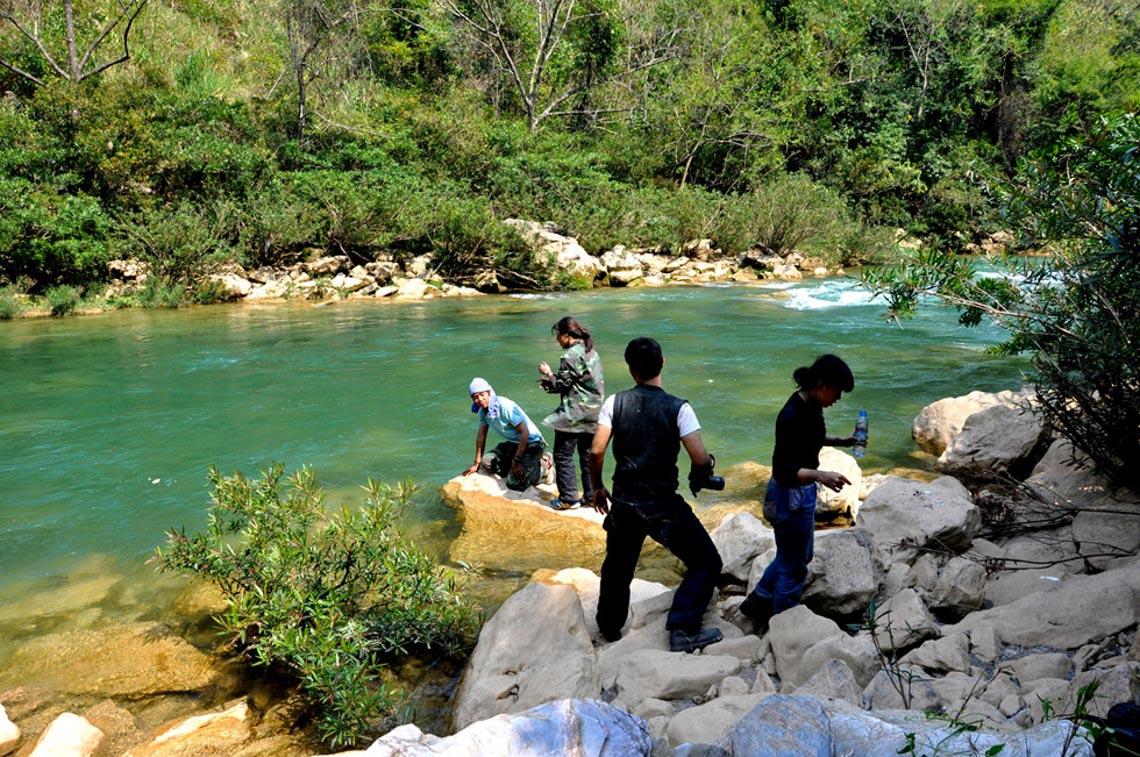 Sững sờ dòng sông Nho Quế xanh mướt, dịu dàng giữa núi đá - 15