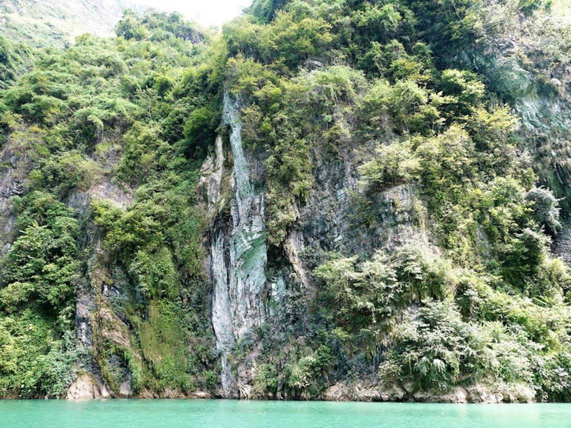 Sững sờ dòng sông Nho Quế xanh mướt, dịu dàng giữa núi đá - 5