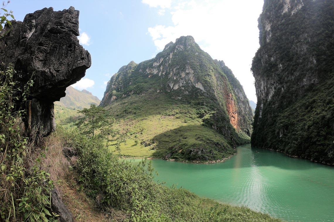 Sững sờ dòng sông Nho Quế xanh mướt, dịu dàng giữa núi đá - 7
