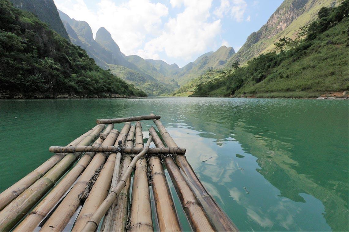 Sững sờ dòng sông Nho Quế xanh mướt, dịu dàng giữa núi đá - 8