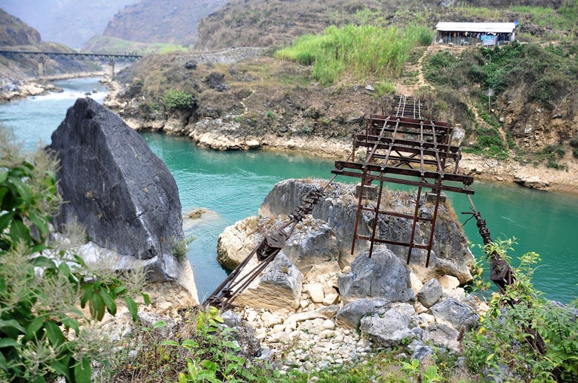 Sững sờ dòng sông Nho Quế xanh mướt, dịu dàng giữa núi đá - 9