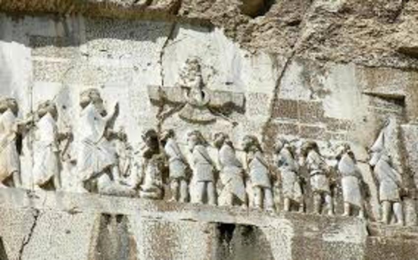 Đức vua Ba Tư toàn năng và kẻ mạo nhận trơ trẽn - 1