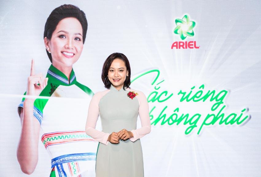 """Hoa hậu Hoàn Vũ Việt Nam 2017 H'Hen Niê tỏa sáng tại triển lãm áo dài """"Sắc Riêng Không Phai"""" - 2"""