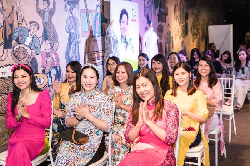 """Hoa hậu Hoàn Vũ Việt Nam 2017 H'Hen Niê tỏa sáng tại triển lãm áo dài """"Sắc Riêng Không Phai"""" - 3"""