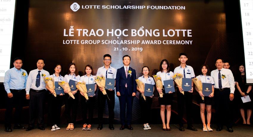 LOTTE Legend Saigon trao học bổng cho sinh viên xuất sắc ở TP. Hồ Chí Minh - 4