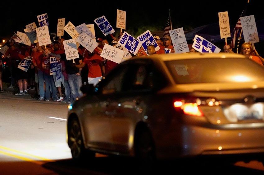 Mỹ: Đình công tại GM ảnh hưởng đến 150.000 công nhân trong ngành ô tô - 2