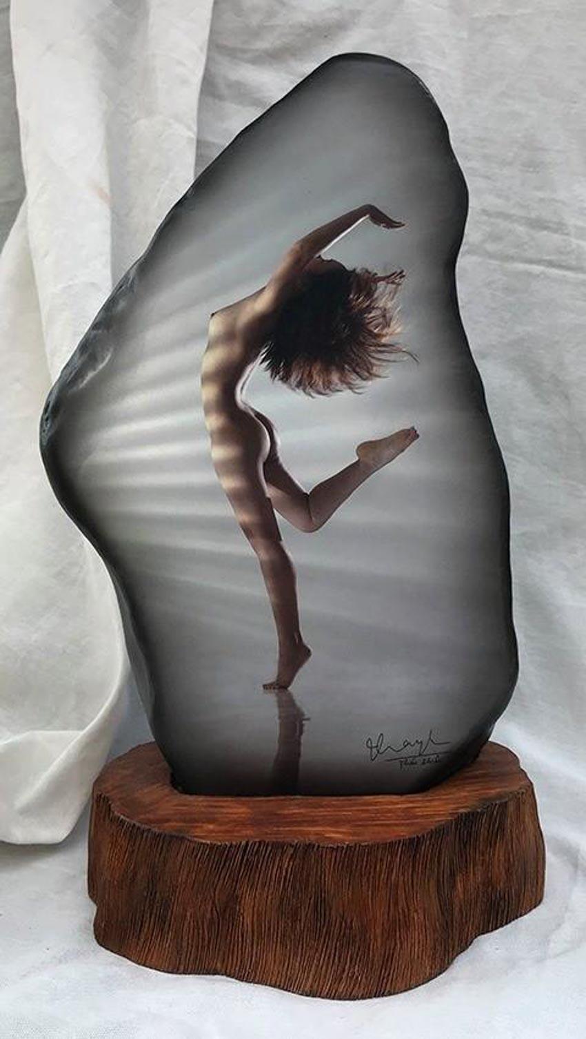 Nhiếp ảnh gia Thái Phiên triển lãm ảnh khỏa thân trên đá - 11