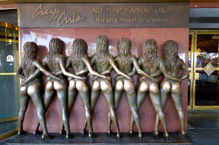 Những bức tượng mà mọi người thích chạm tay vào - 1