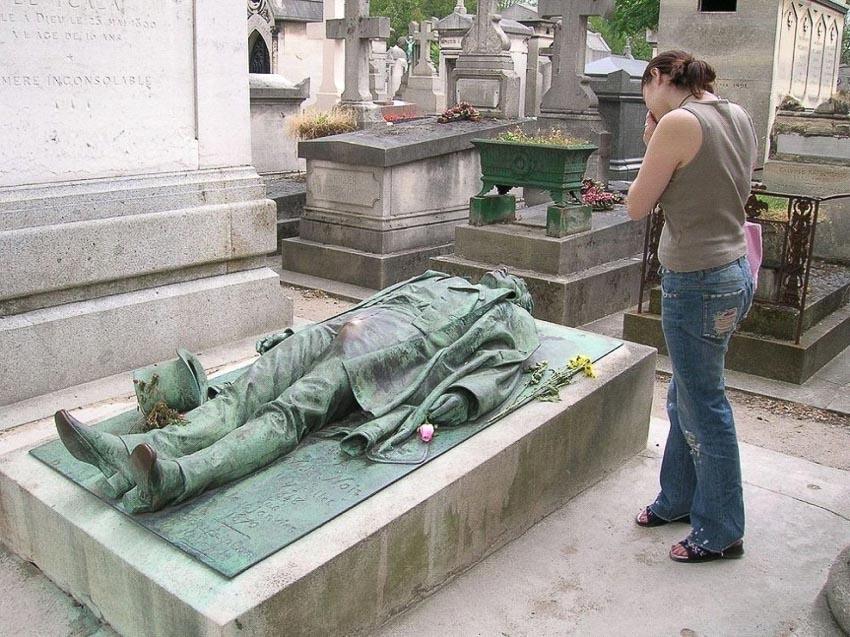 Những bức tượng mà mọi người thích chạm tay vào - 2