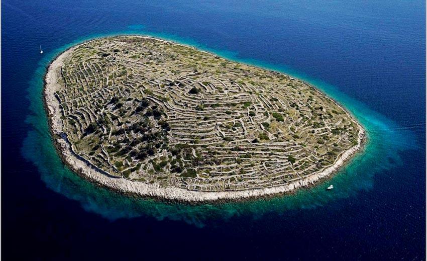 Những hòn đảo độc đáo nhất hành tinh - 2