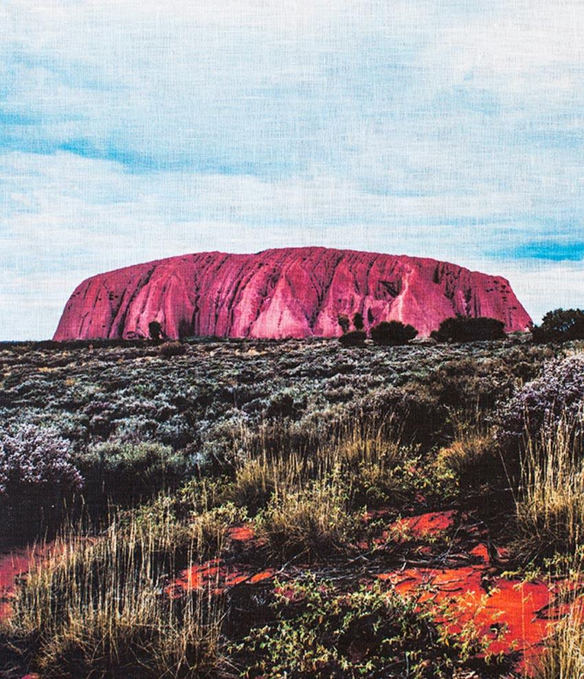 Du khách đổ xô lên núi thiêng Uluru ở Australia trước khi bị đóng cửa - 10
