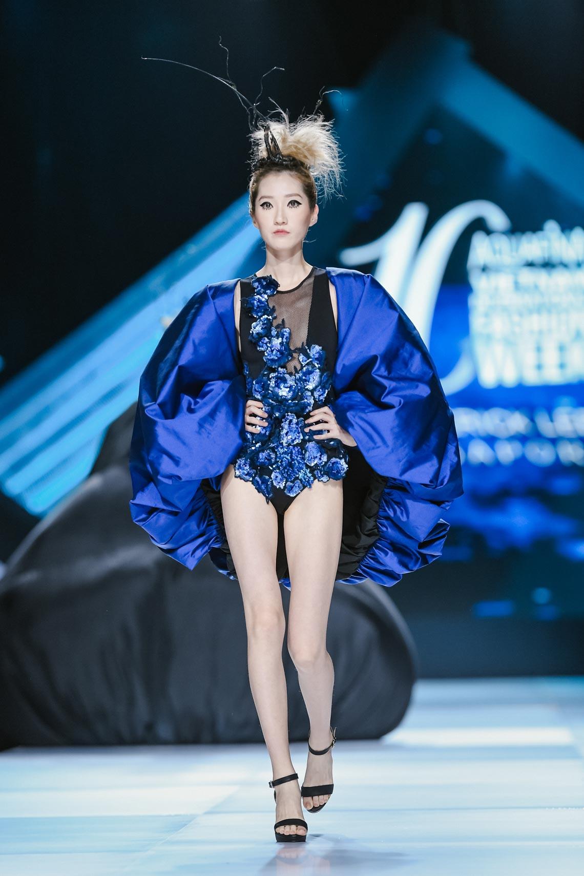 Siêu mẫu Thanh Hằng trong BST mới nhất của Frederick Lee trên sàn diễn Tuần lễ Thời trang Quốc tế Việt Nam Thu Đông 2019 - 1