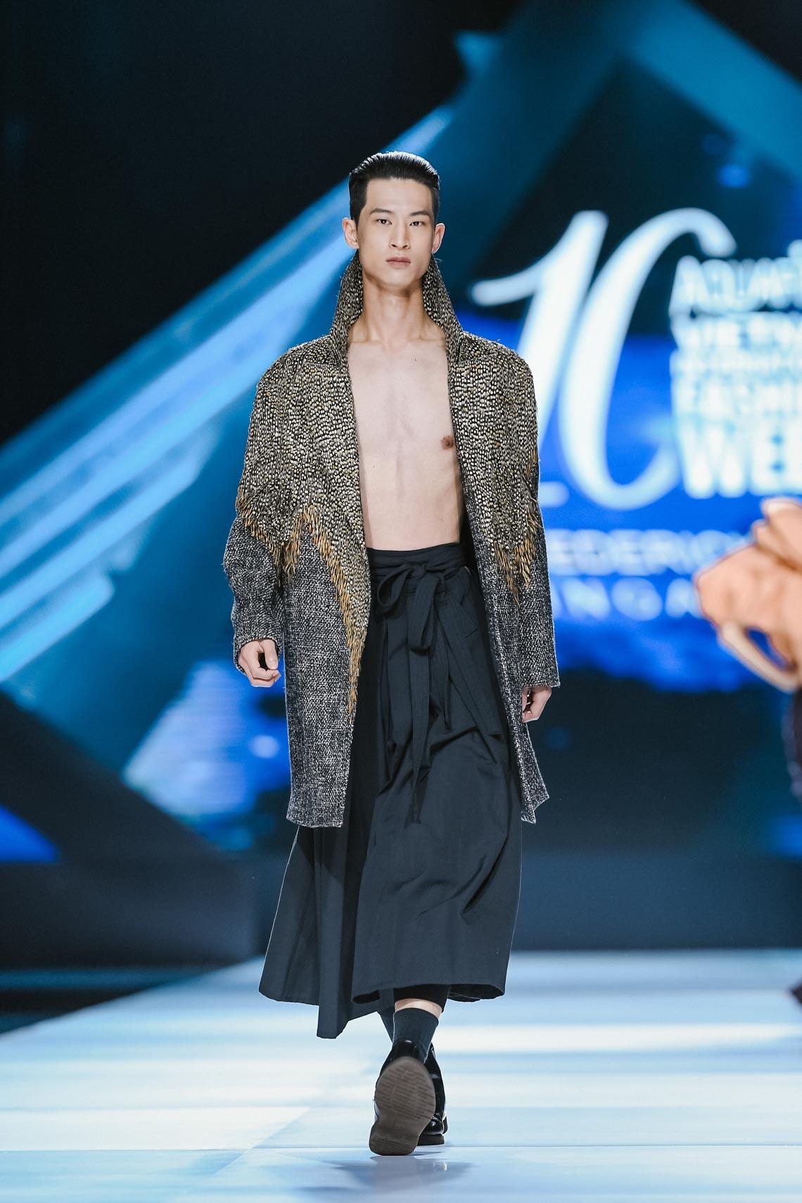Siêu mẫu Thanh Hằng trong BST mới nhất của Frederick Lee trên sàn diễn Tuần lễ Thời trang Quốc tế Việt Nam Thu Đông 2019 - 19