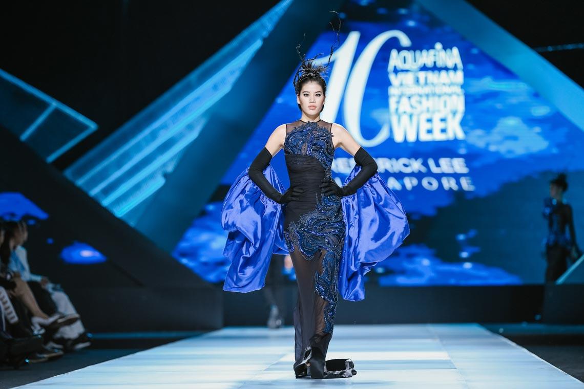 Siêu mẫu Thanh Hằng trong BST mới nhất của Frederick Lee trên sàn diễn Tuần lễ Thời trang Quốc tế Việt Nam Thu Đông 2019 - 3