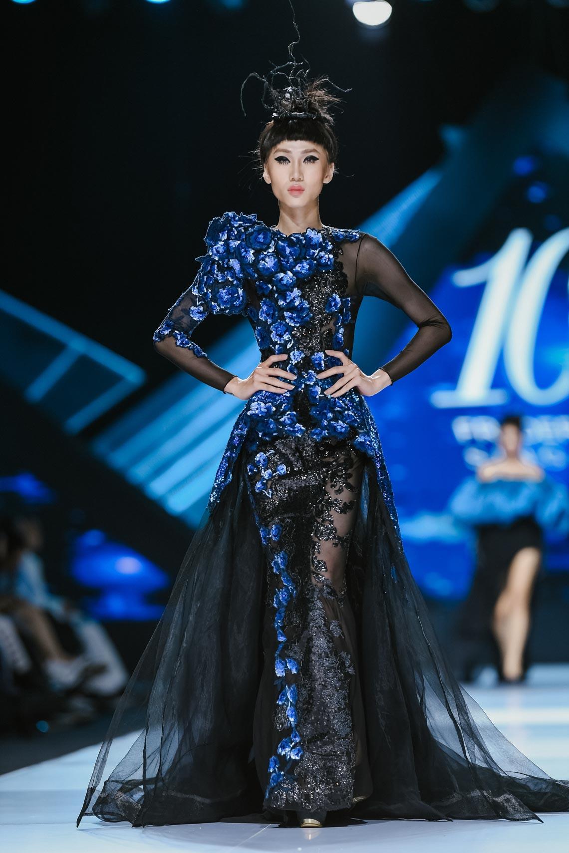 Siêu mẫu Thanh Hằng trong BST mới nhất của Frederick Lee trên sàn diễn Tuần lễ Thời trang Quốc tế Việt Nam Thu Đông 2019 - 4