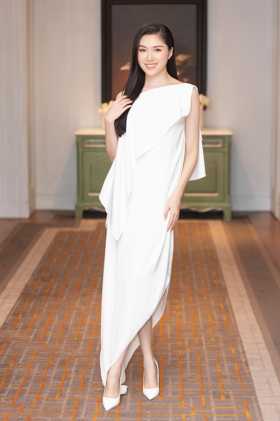 Dàn mỹ nhân diện trang phục trắng tinh khôi của NTK Đỗ Mạnh Cường - 1
