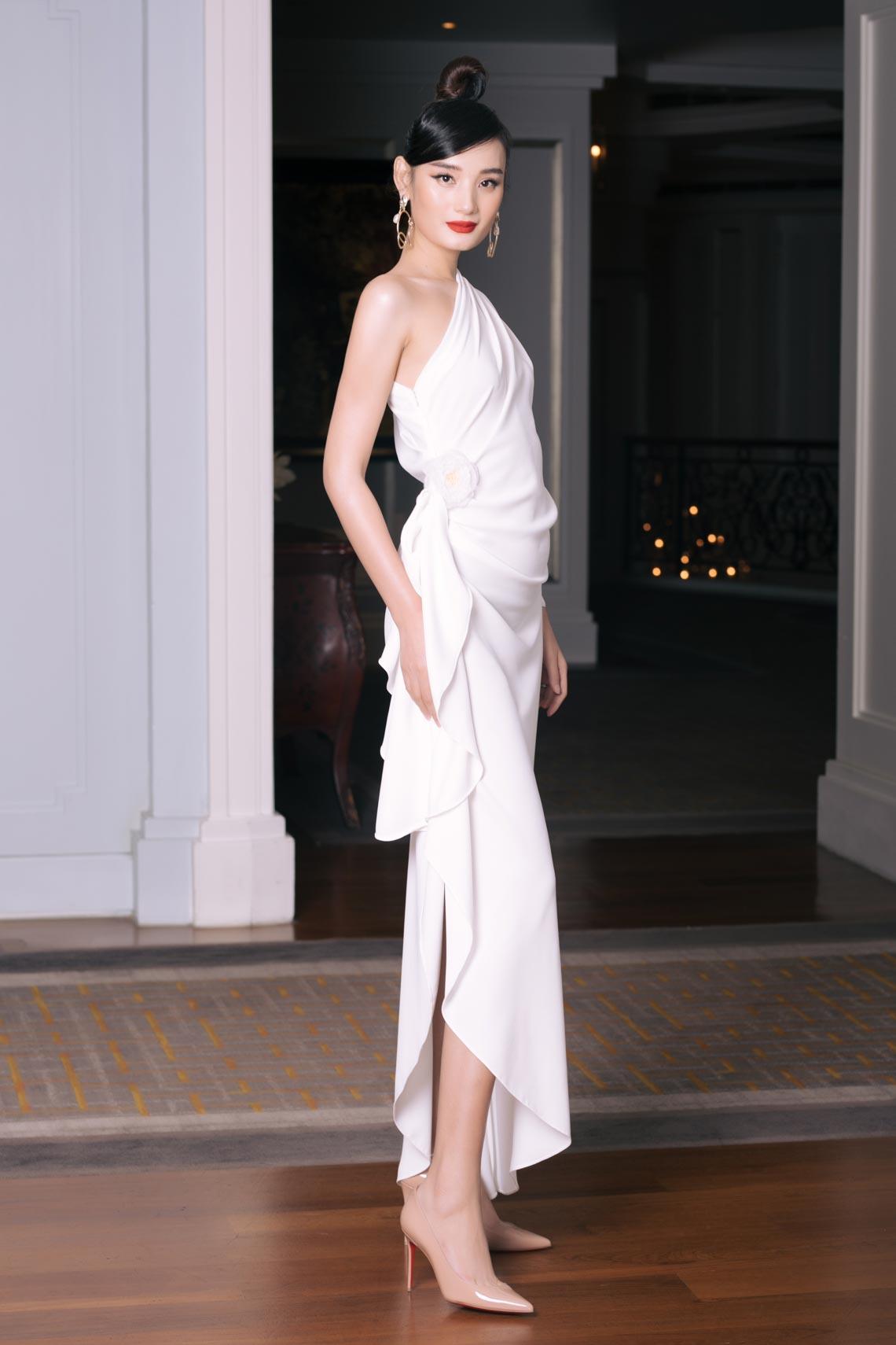 Dàn mỹ nhân diện trang phục trắng tinh khôi của NTK Đỗ Mạnh Cường - 10