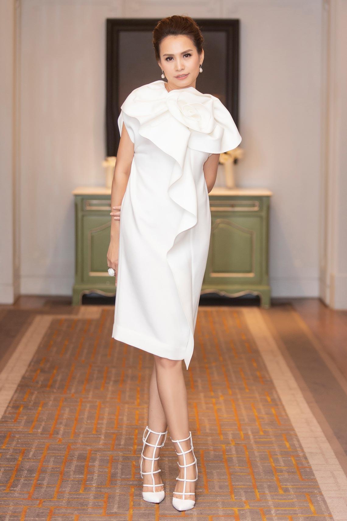 Dàn mỹ nhân diện trang phục trắng tinh khôi của NTK Đỗ Mạnh Cường - 12
