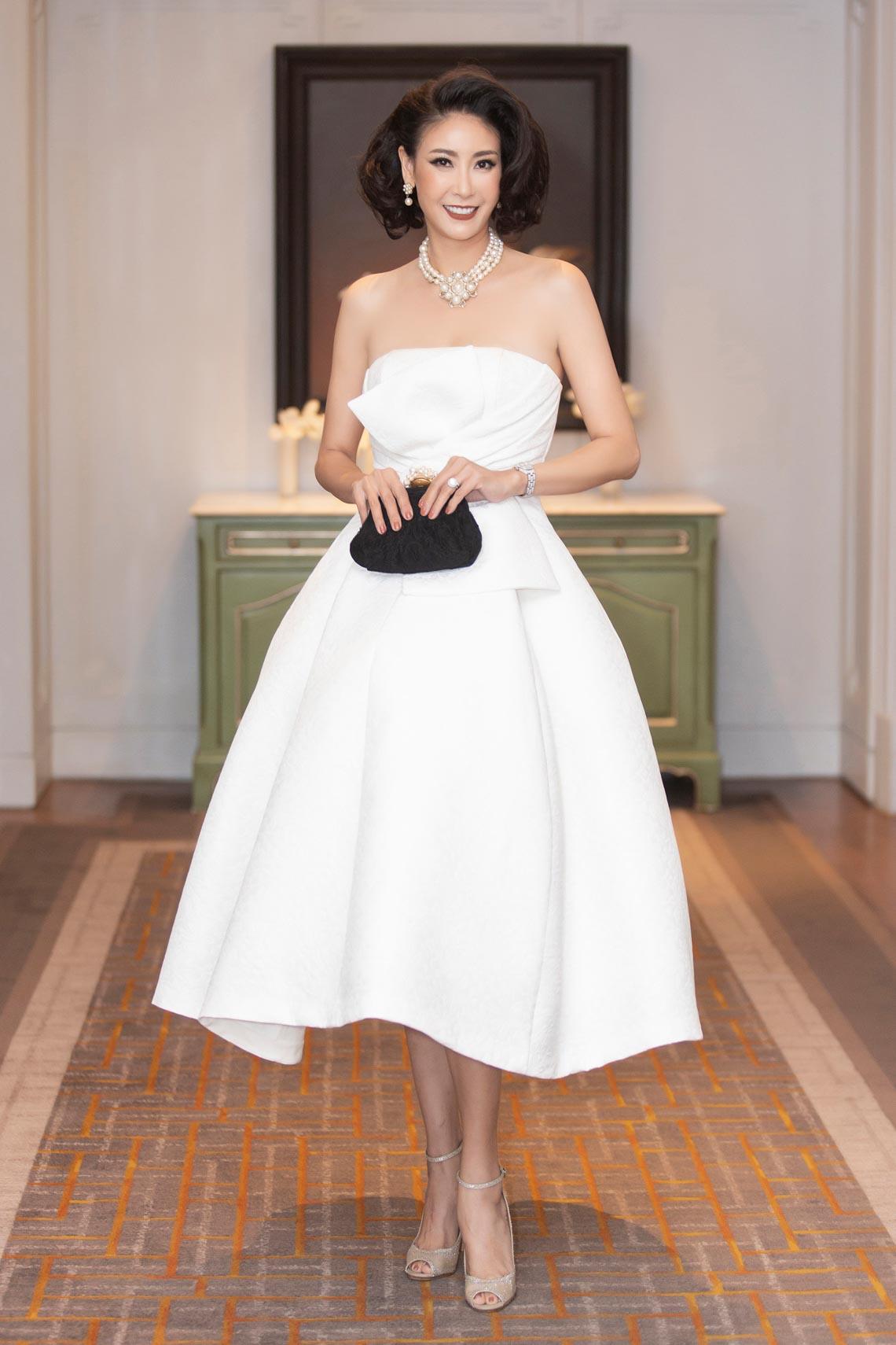 Dàn mỹ nhân diện trang phục trắng tinh khôi của NTK Đỗ Mạnh Cường - 13