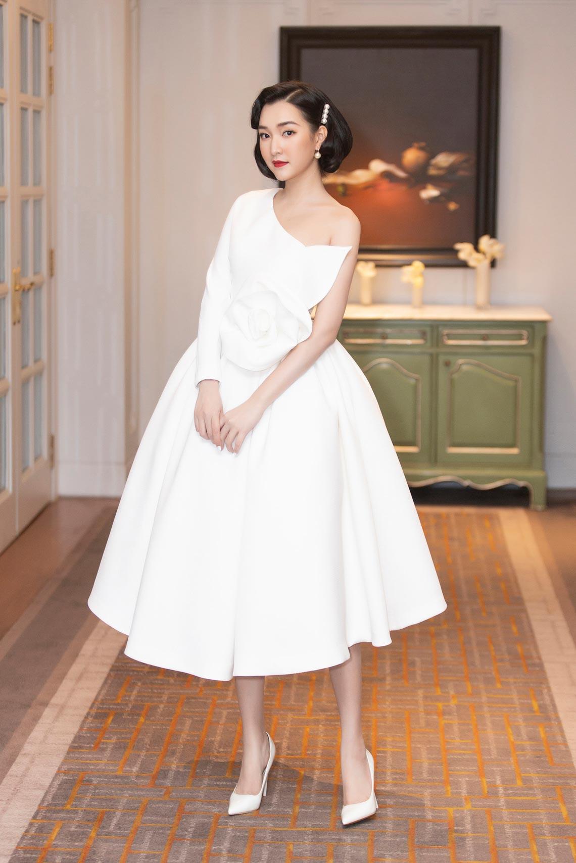 Dàn mỹ nhân diện trang phục trắng tinh khôi của NTK Đỗ Mạnh Cường - 2