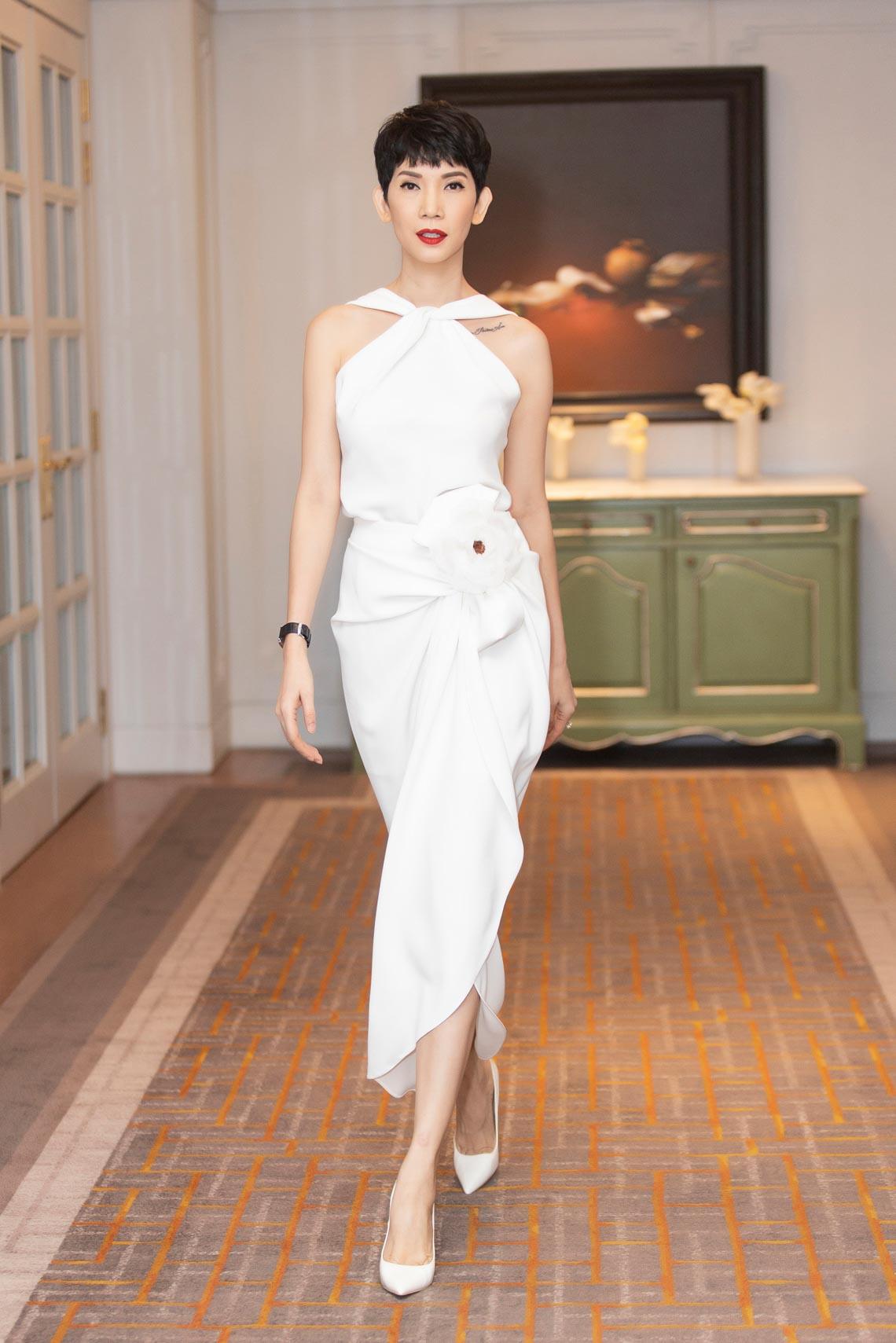Dàn mỹ nhân diện trang phục trắng tinh khôi của NTK Đỗ Mạnh Cường - 3