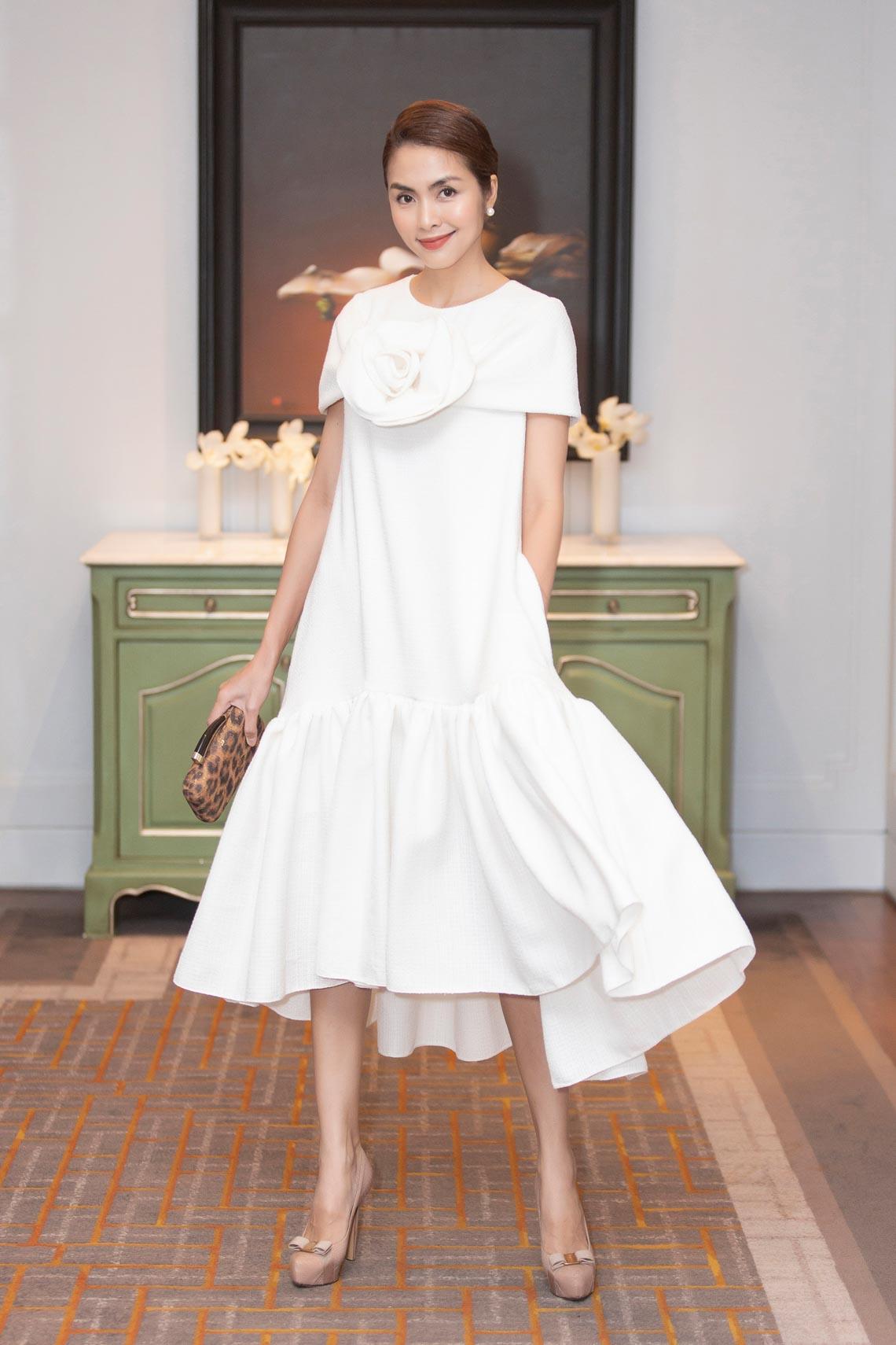 Dàn mỹ nhân diện trang phục trắng tinh khôi của NTK Đỗ Mạnh Cường - 4
