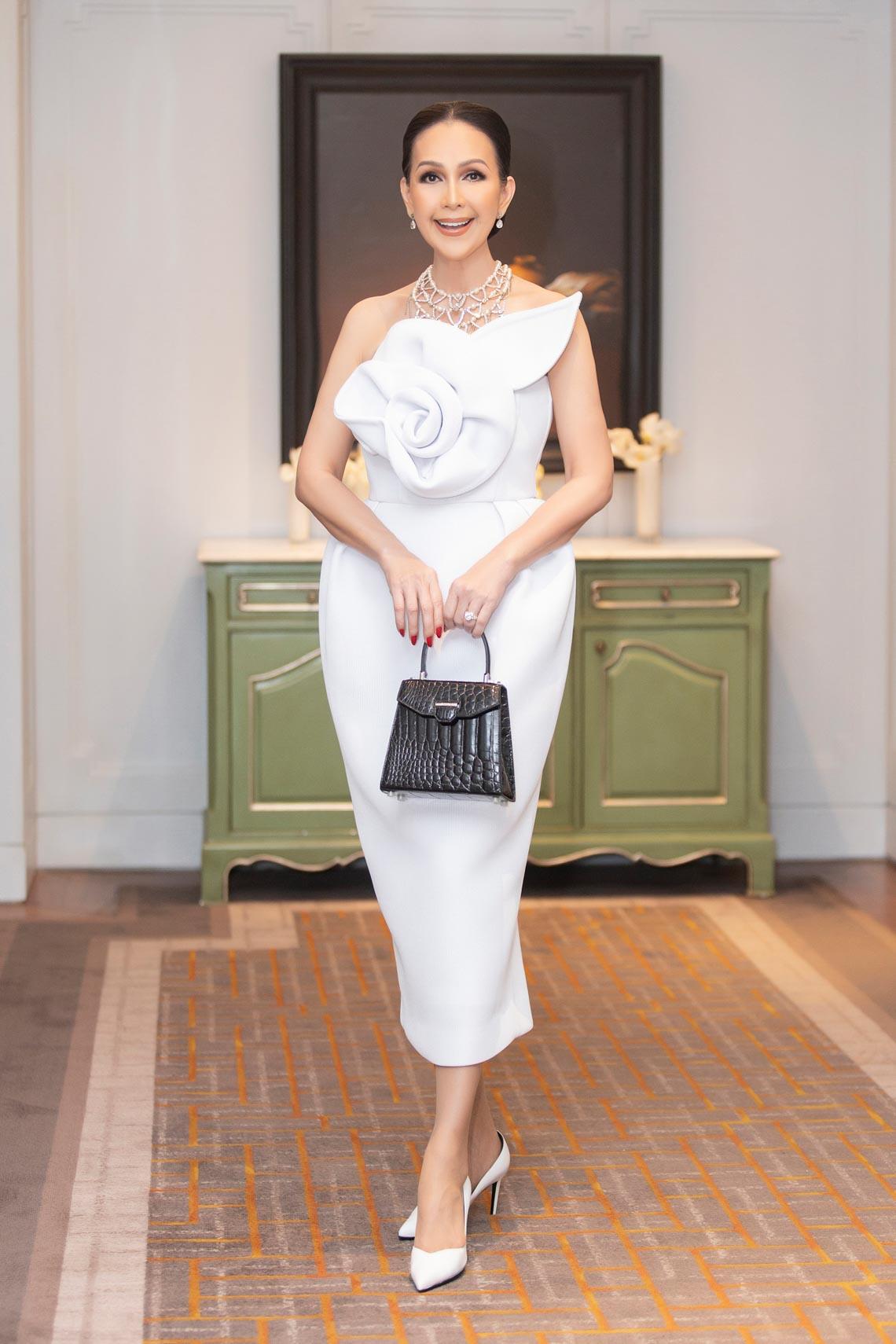 Dàn mỹ nhân diện trang phục trắng tinh khôi của NTK Đỗ Mạnh Cường - 9