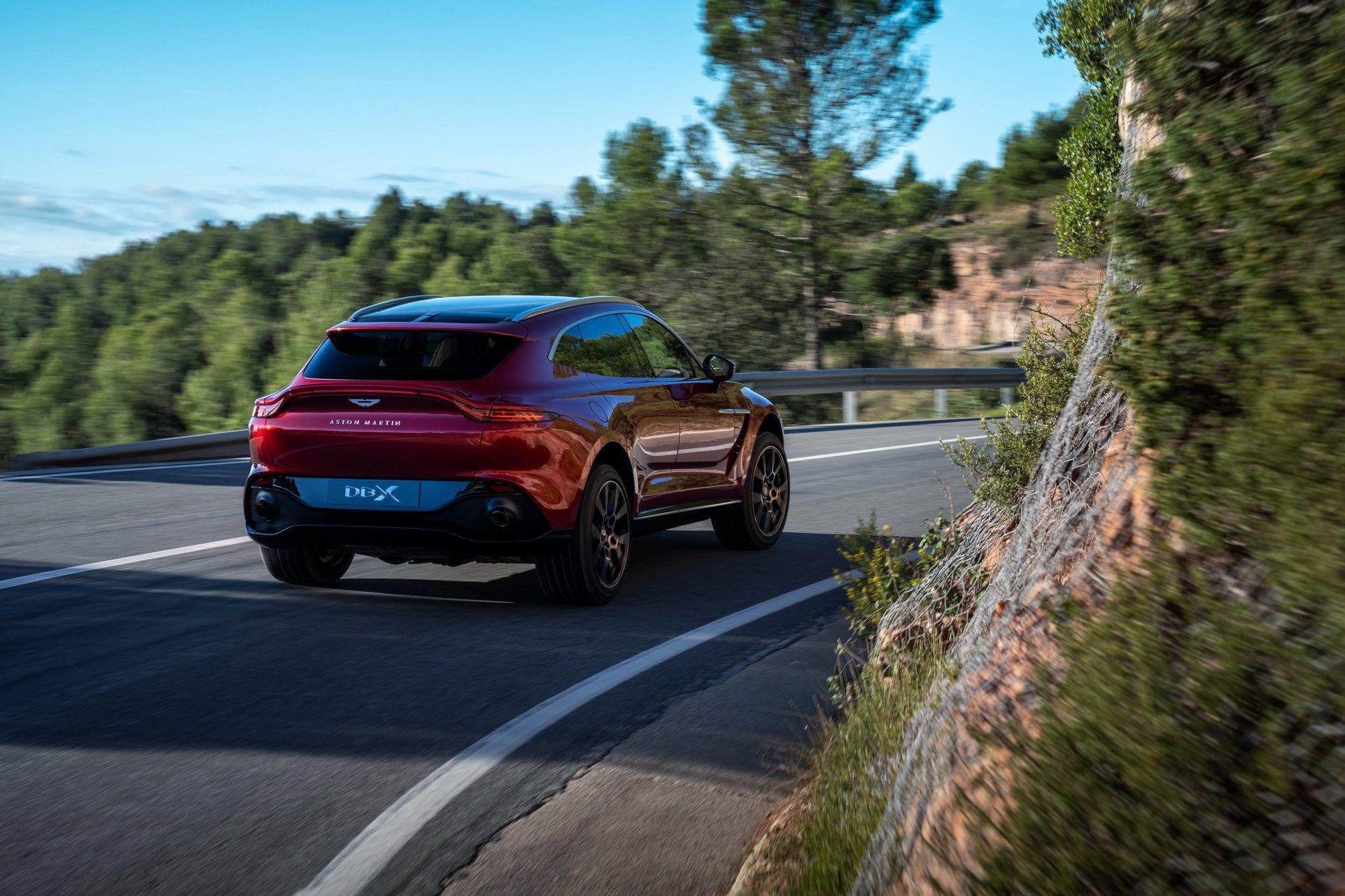Aston Martin DBX - SUV siêu sang đầu tiên dành cho các đại gia - 22