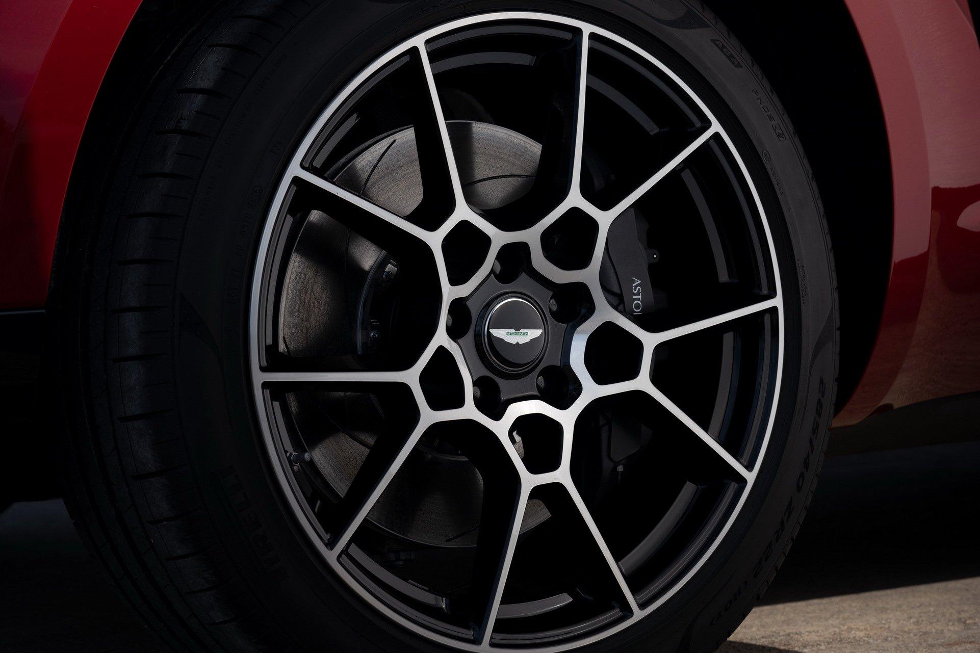 Aston Martin DBX - SUV siêu sang đầu tiên dành cho các đại gia - 16