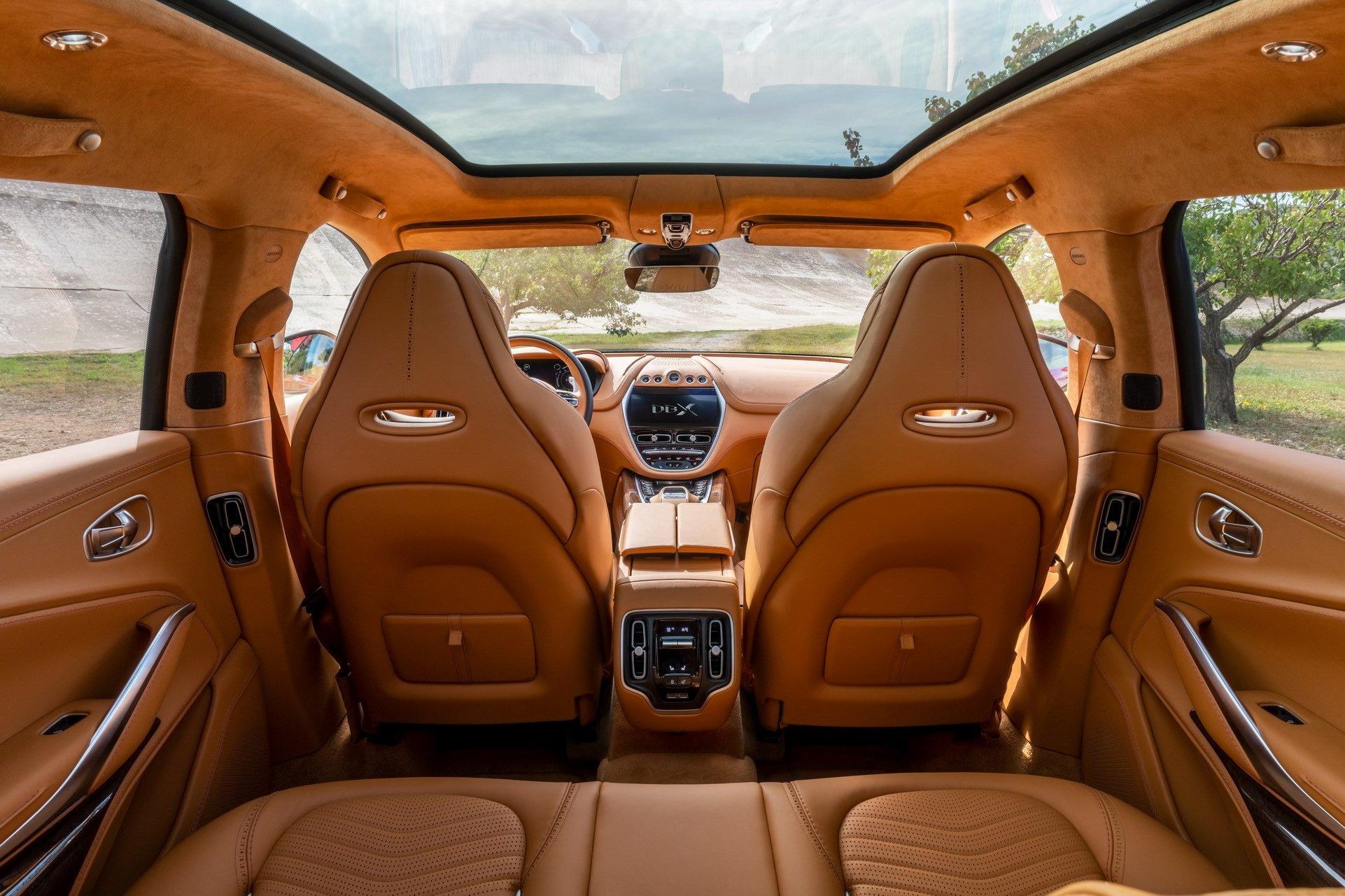 Aston Martin DBX - SUV siêu sang đầu tiên dành cho các đại gia - 14