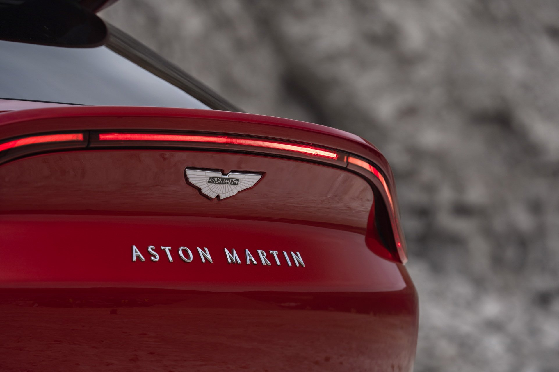 Aston Martin DBX - SUV siêu sang đầu tiên dành cho các đại gia - 11